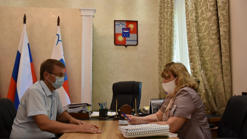 Председатель Городского Собрания Сочи Виктор Филонов встретился с и.о. председателя городского Совета ветеранов Валентиной Кардашовой