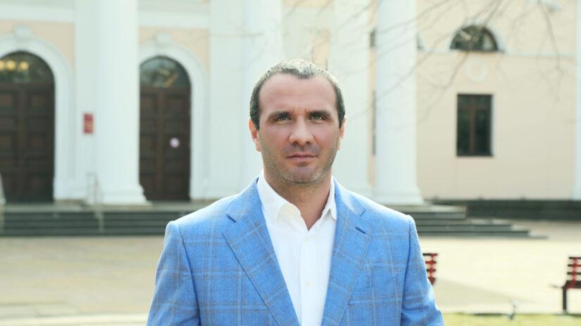Роман Кирюшин оказал помощь в ремонте помещения для ветеранов