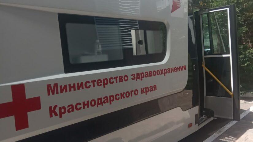Депутат Эдуард Обухович организовал работу мобильного пункта вакцинации в мкр. Мамайка