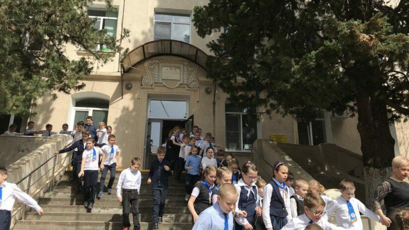Депутат Эдуард Обухович провел прием учителей по актуальным вопросам в сфере образования