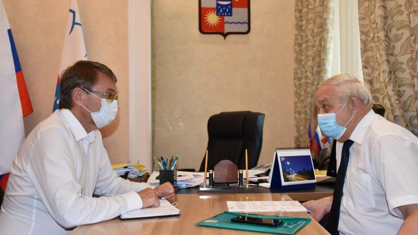 Председатель Городского Собрания Сочи Виктор Филонов провел встречу с председателем Контрольно-счетной палаты города Владимиром Астафьевым