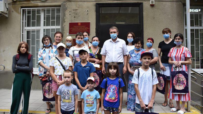 Депутаты округа № 16 «Лазаревский» поздравили с началом нового учебного года детей и родителей из многодетных семей
