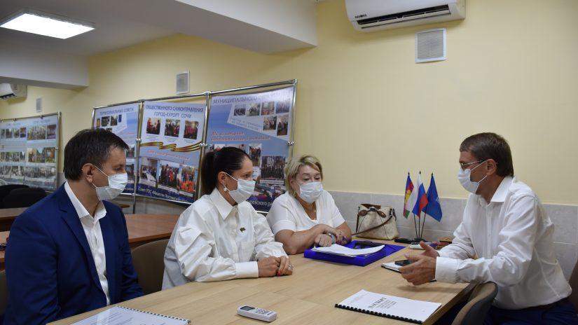 Председатель Городского Собрания Сочи Виктор Филонов с выездом на место ознакомился с работой депутатов избирательного округа №8 «Центральный».