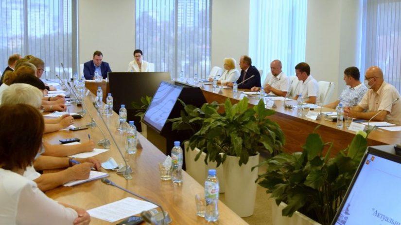 Депутат Эдуард Обухович принял участие в круглом столе на тему экспертного сопровождения выборов
