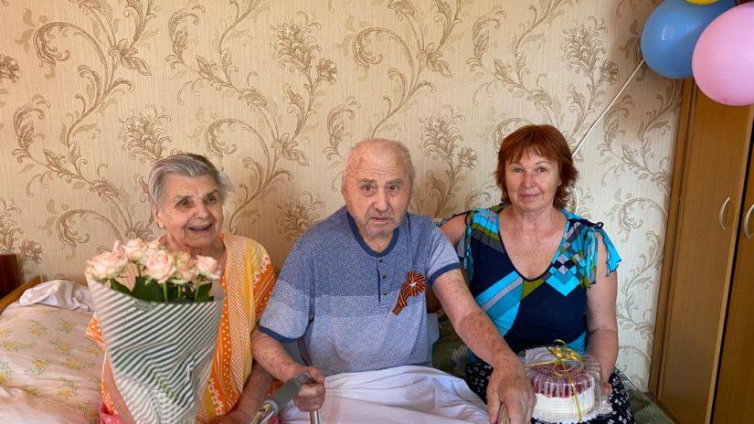 Депутат Эдуард Обухович поздравил с Днем рождения участника Великой Отечественной войны Юрия Косицына