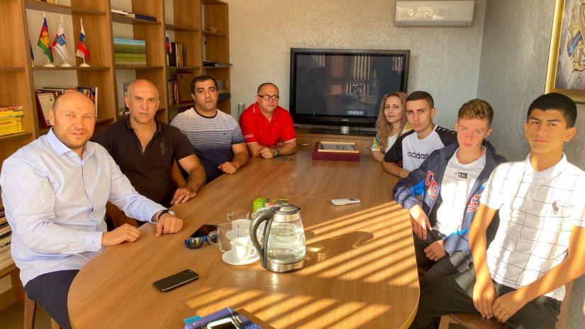 Депутат Константин Сыпало поддерживает боксеров из Красной Поляны