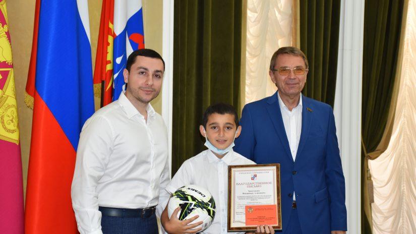Виктор Филонов наградил юных победителей футбольного первенства