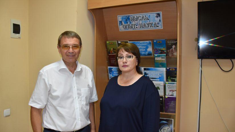 Виктор Филонов провел выездную встречу с директором Лазаревской централизованной библиотечной системы Маретой Тхагушевой