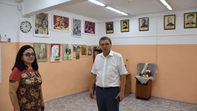 Виктор Филонов проконтролировал завершение ремонтных работ в художественном отделении Лазаревской детской школы искусств № 3