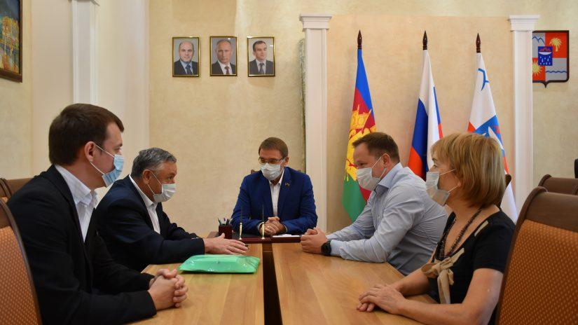 Председатель Городского Собрания Сочи Виктор Филонов встретился с лидерами профсоюзного движения