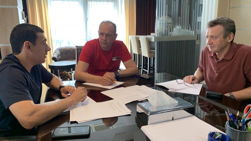 Депутаты Эдуард Обухович, Геннадий Глазырин и Владимир Торосян провели рабочую встречу