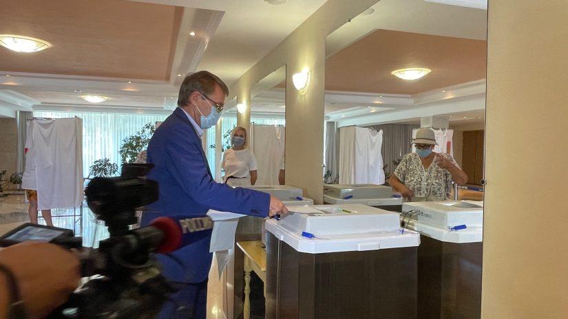 Председатель Городского Собрания Сочи Виктор Филонов проголосовал на выборах в Государственную Думу Федерального Собрания Российской Федерации