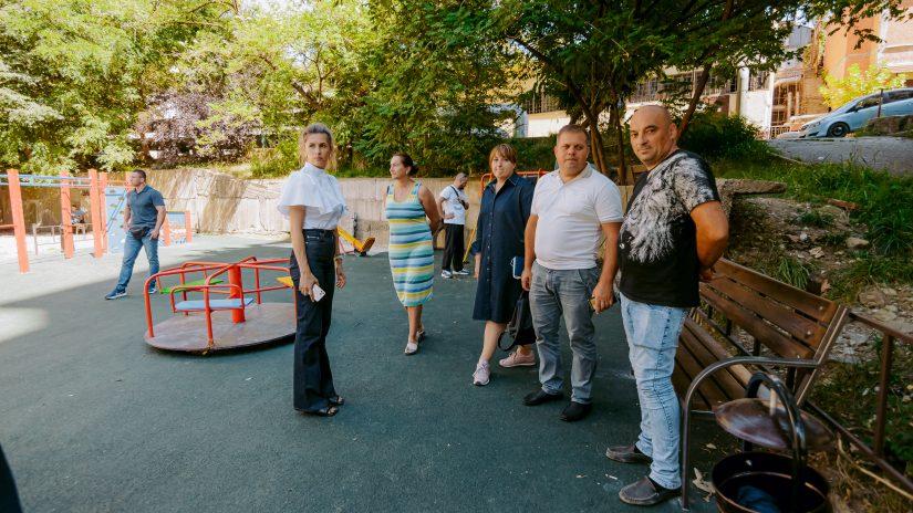 Анна Невзорова провела инспекционный объезд детских площадок Центрального района