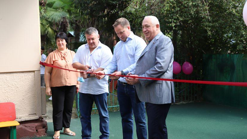 В рамках реализации депутатских наказов в детском саду №41 была открыта детская площадка для ясельной группы